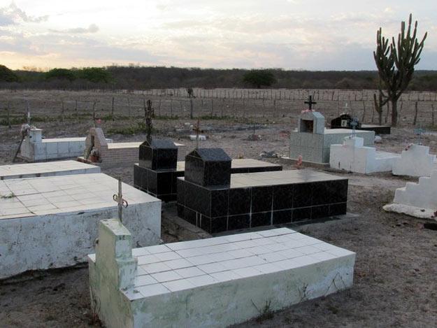 Secretário de Pimenteiras diz que vai murar cemitérios e não construir (Foto: Gilcilene Araújo/ G1)