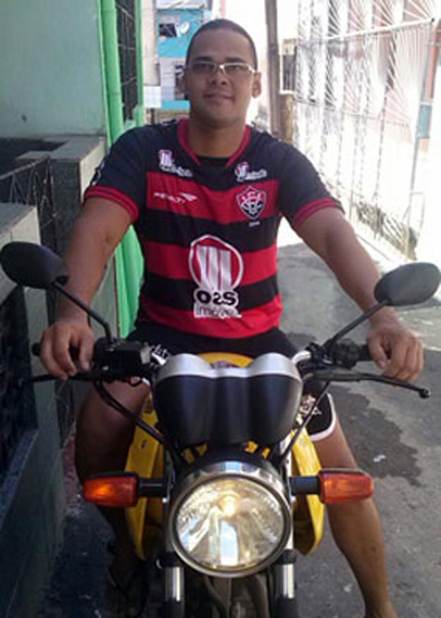 Corretor usou a própria moto no dia do crime (Foto: Reprodução/Facebook)