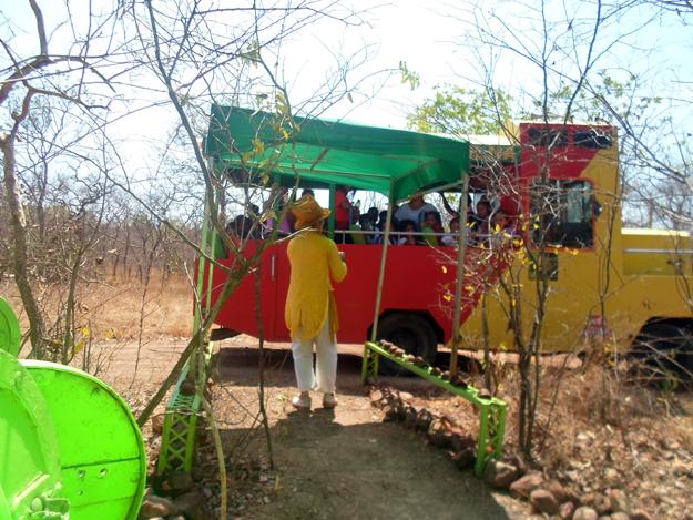 O Palhaço da Selva convida aos participantes para uma reflexão
