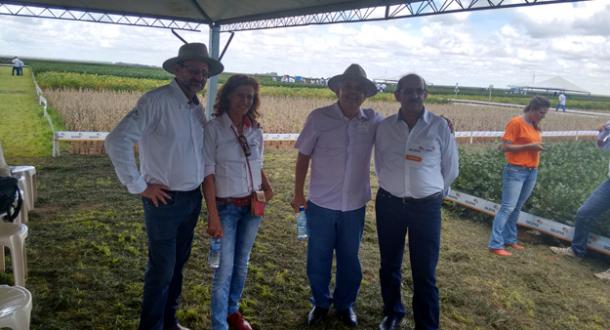 O casal Celito e Carminha Gatto Missio e o produtor Valter Gatto, sócios do Condomínio Irmãos Gatto, deram as boas vindas a Dó Miguel