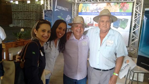 """Pedro Leonates de Souza e familiares, felizes com a pré-candidatura de Dó Miguel. """"Há seis meses que peço votos para meu velho amigo Dó Miguel"""", disse Leonates"""