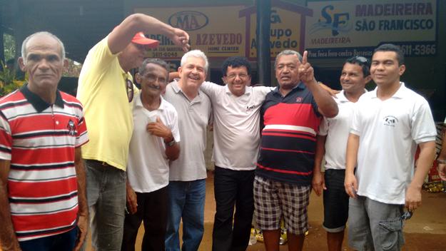 Toinho de Ambrósio, amigo de infância e ex-funcionário de Dó Miguel, com o 'V' da vitória em punho, é um dos grandes entusiastas desse novo momento