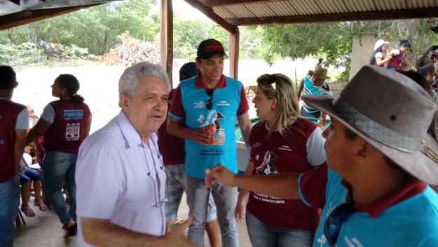 Dó Miguel, Giovani Mani, a vereadora Karlucia Macedo e o organizado da cavalgada Claudio Teles num bate papo descontraído