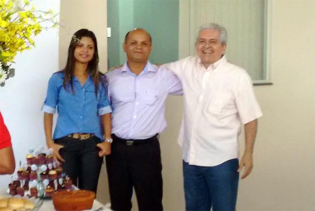 A empresária Tatiana da Silva Rego em companhia de seu tio e do administrador Dó Miguel