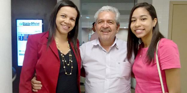 Dó Miguel ladeado pela suplente do Conselho Fiscal Givaédina de Souza e sua filha
