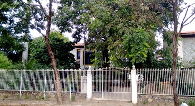 A fachada da casa de Durval Nunes e...