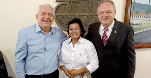 Dó Miguel, Francisquinha, presidente da instituição mantenedoura da Escola Lar de Emmanuel e Anselmo