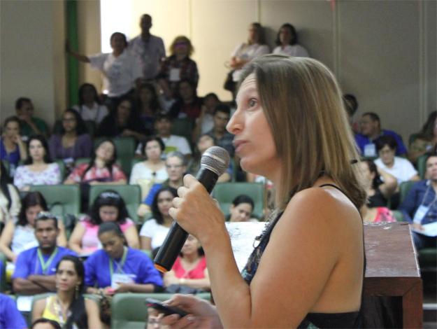 Professora de Farmácia da Ufob, Vanessa Rescia, ministra palestra na 5ª Conferência Municipal de Saúde de Barreiras