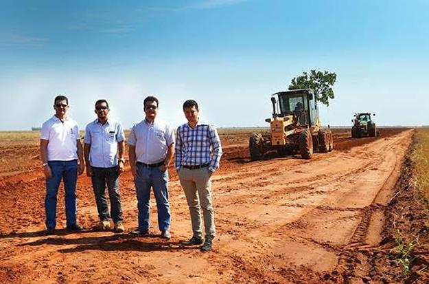 Produtores visitam as obras com representantes da Abapa