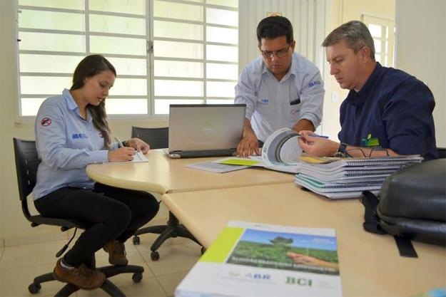 O programa é baseado em três pilares: ambiental, social e econômico