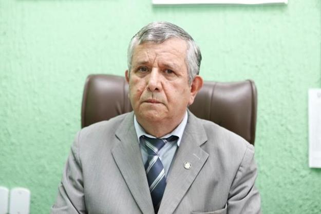 O prefeito Hamilton Lima assinou o decreto de lei que determina o aumento salarial para os servidores efetivos